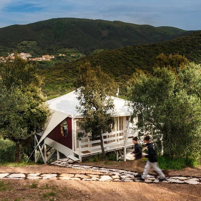 Una tenda di lusso glamping Vedetta Lodges Scarlino Maremma