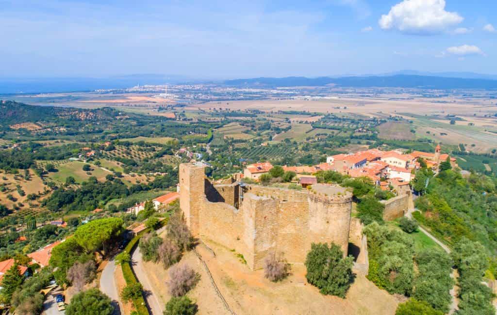 scarlino borgo medievale